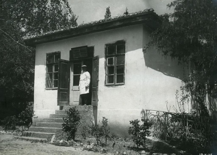 048_rural_shop_in_nikita_1930s.jpg