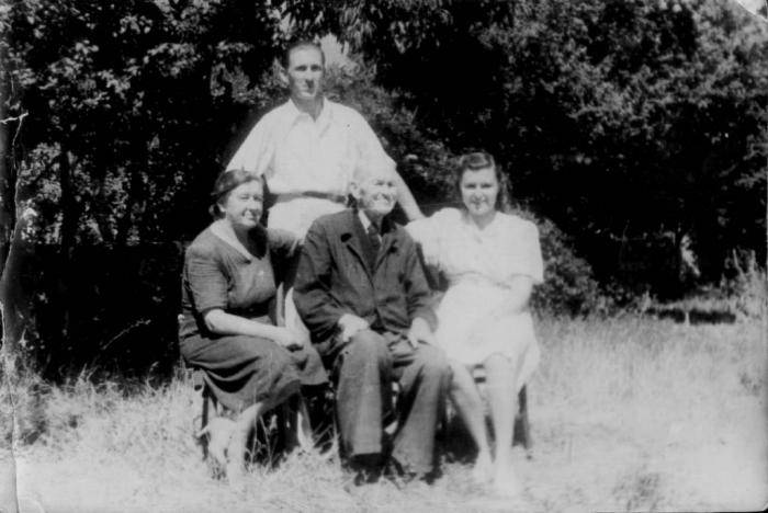 057_novichlovs_family_1950.jpg