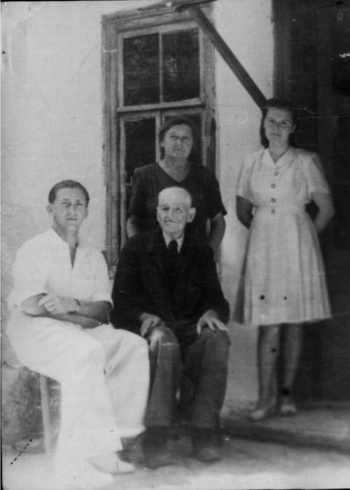 058_novichkovs_family_1950.jpg