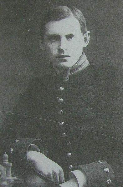 393px-Aliochin_A.A._1909_Karl_Bulla.jpg