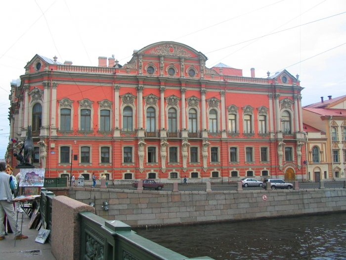 beloselsky-belozersky_palace_from_anichkov_bridge_st._petersburg.jpg