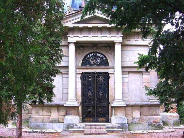 chotek_mausoleum.jpg
