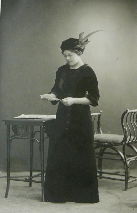 vera_homjakova_1915.jpg